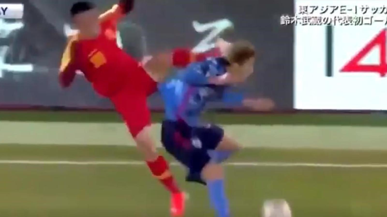 Игрок сборной Китая вспомнил фильм про Кунг-фу панду и засадил японцу ногой в голову