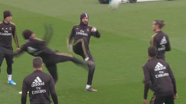 Интенсивная тренировка «Реала» перед Класико с участием развеселого Бэйла и хмурого Зидана