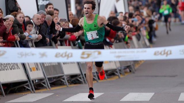 Martín Acebes e Isabel Barreiro ganan la San Silvestre de Gijón