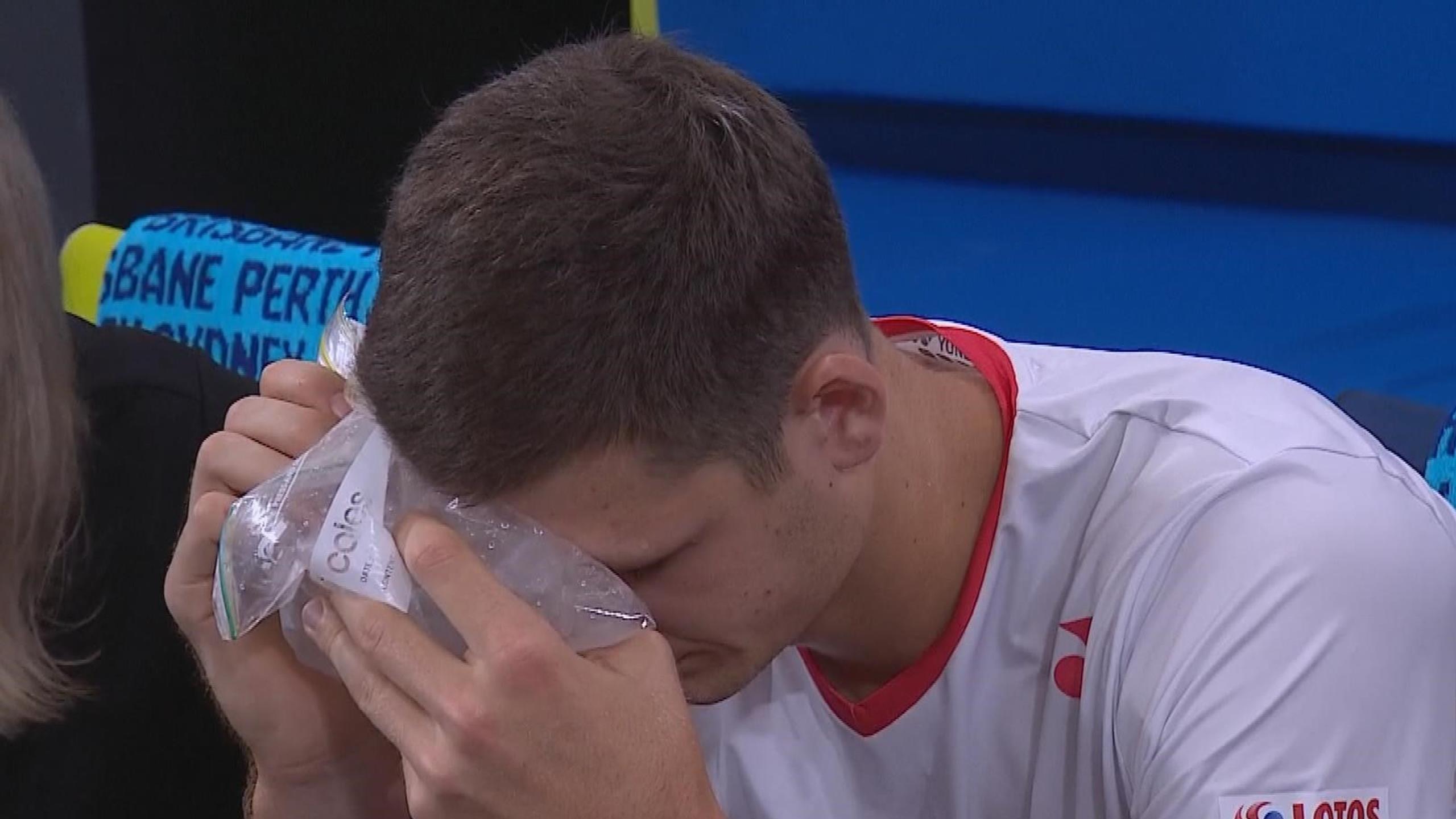 Гуркач получил мячом в глаз после своего же удара (ВИДЕО)