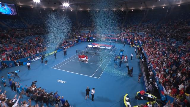 Her løfter Serbia pokalen etter seieren i ATP Cup
