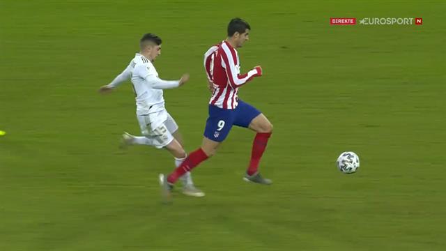Her blir Atletico Madrid-spilleren sparket ned: – Et rødere kort enn det der er vanskelig å få