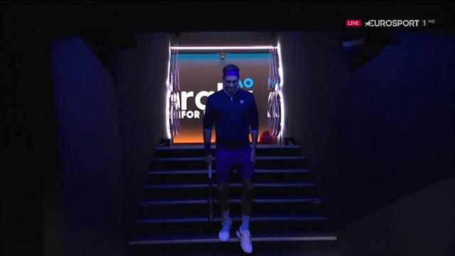 L'ingresso di Roger Federer alla Rod Laver Arena: tutti in piedi per il Re!