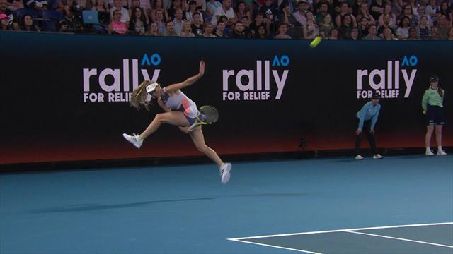 Wozniacki makes glorious tweener-lob