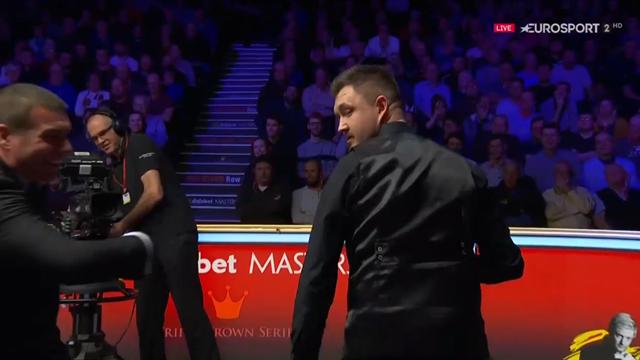 London Masters: Una avispa intenta atacar a Wilson... y acaba picando al árbitro
