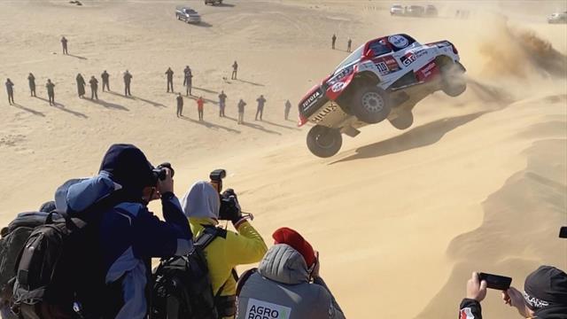 Dakar 2020, Alonso vuela por las dunas: Espectacular accidente con dos vueltas de campana