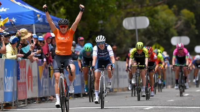 Chloe Hosking rispetta i pronostici della vigilia, vince la prima tappa al Tour Down Under