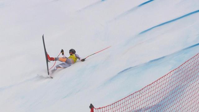 Норвежский горнолыжник потерял равновесие и на полном ходу страшно ударился спиной о склон