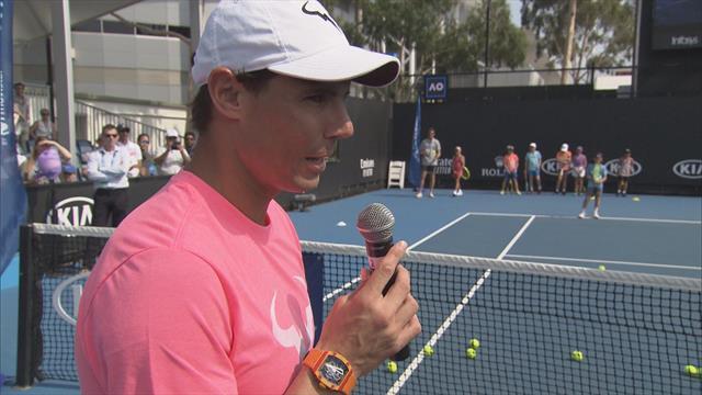 Open de Australia 2020: Nadal se lo pasa en grande jugando con los niños antes de su debut
