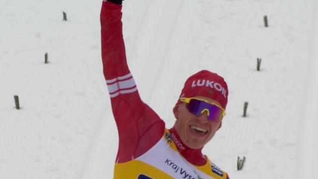 Большунов победно вскинул руки на финише пасьюта, пока норвежцы бились где-то за спиной