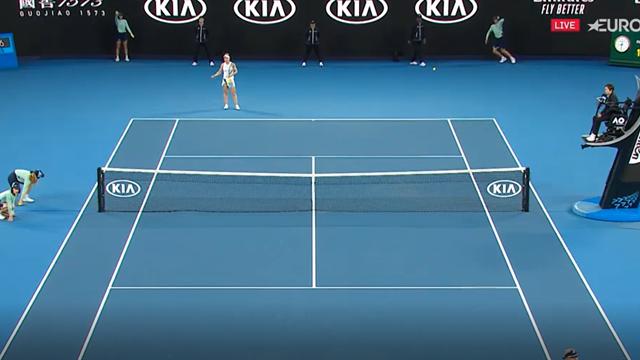 Simona Halep, un pachet de nervi la finalul meciului cu Dart