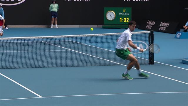 Open de Australia 2020: ¡Ni con ayuda de la cinta! Djokovic tiene soluciones para todo