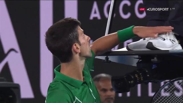 """Doppio warning e Djokovic se la prende con l'arbitro: """"Bravo, sei diventato famoso ora!"""""""