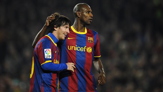 Sur la sellette après sa passe d'armes avec Messi, Abidal garde son poste