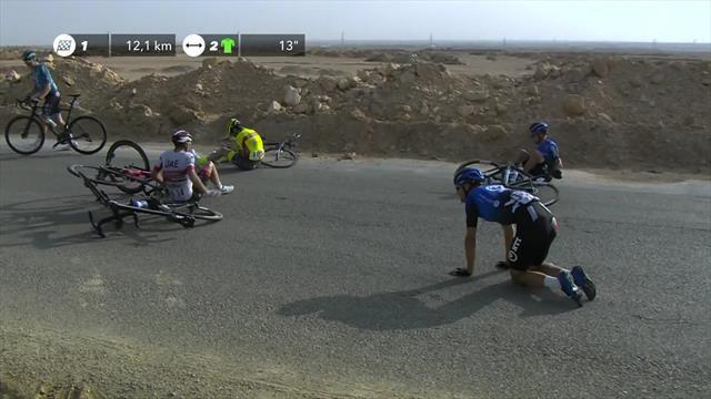 Massive crash in the peloton on Stage 2