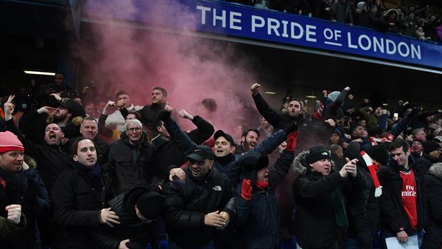 Репортер BBC снял антисемитские чанты и нацистские приветствия фанатов «Челси»