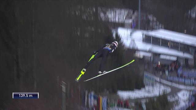 Silky Stoch lands excellent qualifying jump on favourite hill of his career