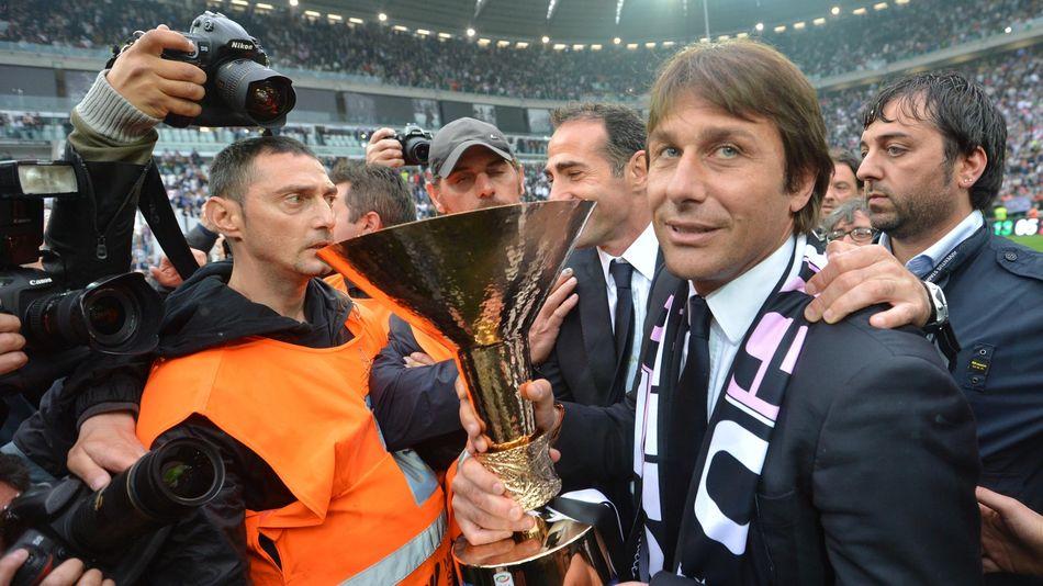 Антонио Конте празднует чемпионство с «Ювентусом» (сезон-2011/12)