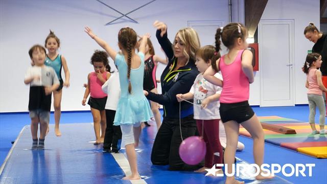 Nadia Comăneci, alături de copiii care fac primii pași în gimnastică la GymNadia