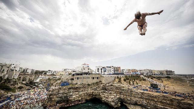 Opt motive pentru care Red Bull Cliff Diving va fi senzațional