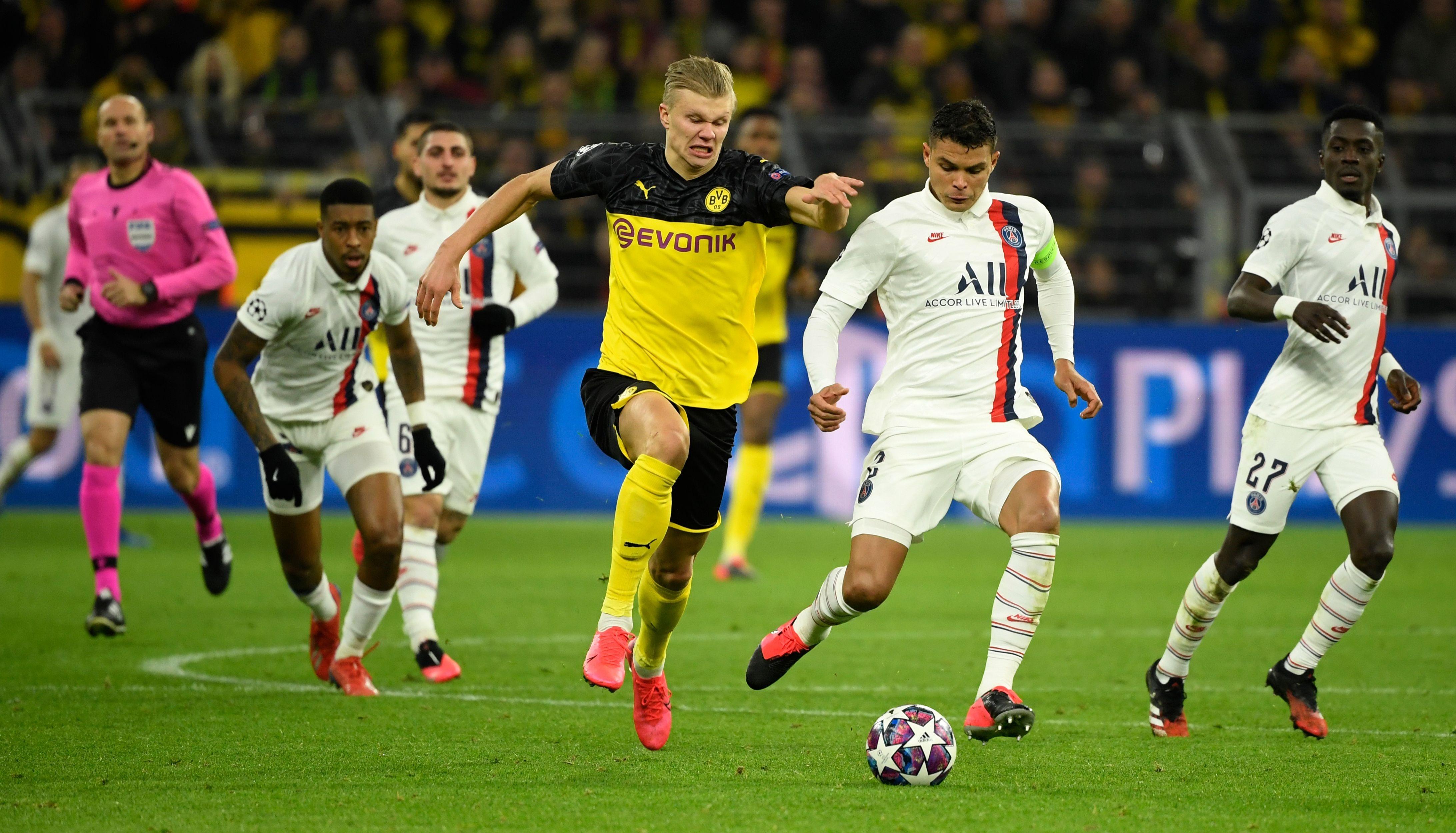 Erling Braut Haaland et Thiago Silva (PSG) lors de la rencontre Borussia Dortmund-Paris Saint-Germain / Ligue des champions