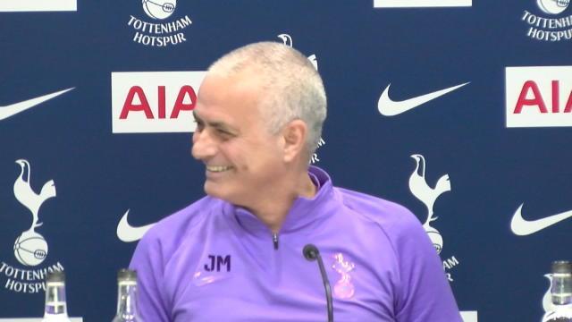 Mourinho hilare : quand les nerfs du Special One lâchent après la cascade de blessures à Tottenham