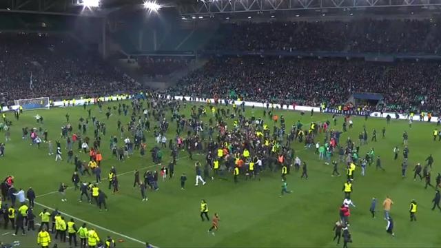 38 ans que Saint-Etienne attendait ça : les supporters des Verts ont envahi la pelouse