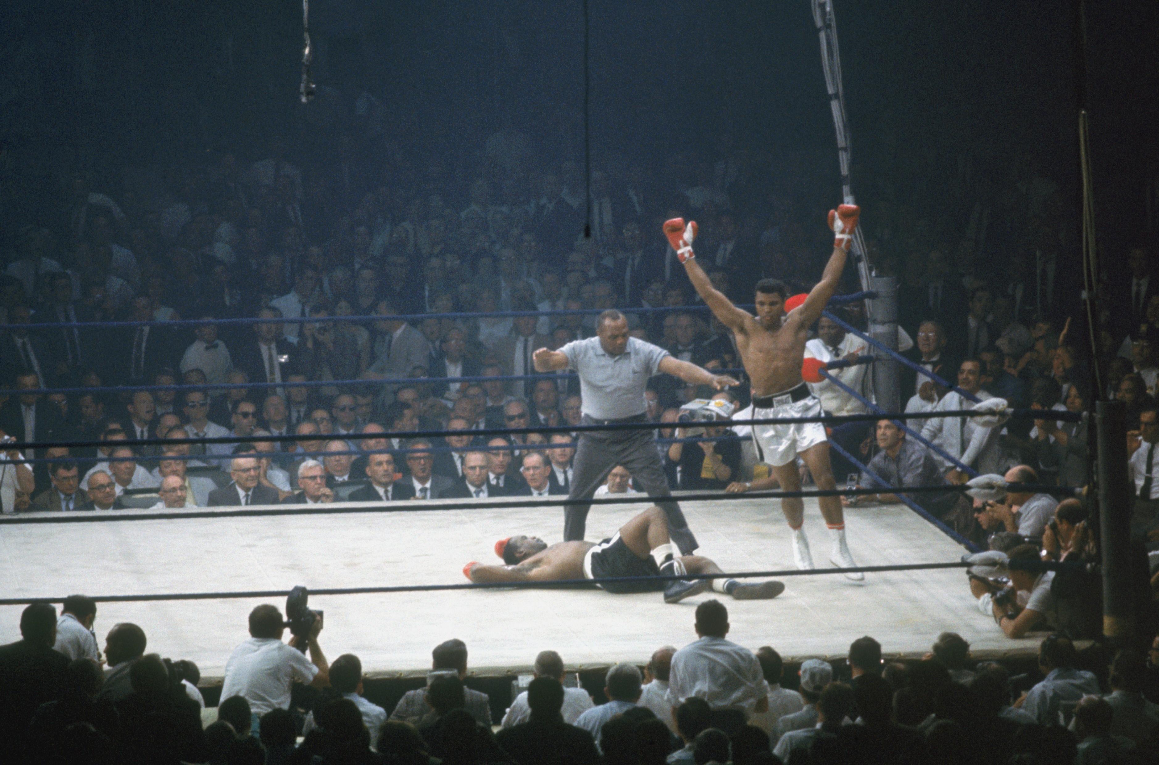 Mohamed Ali tourne autour de Sonny Liston