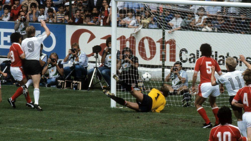 Horst Hrubesch marque l'unique but de la rencontre.