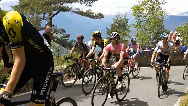Roadside footage as Chris Froome and Simon Yates climb the Colle delle Finestre