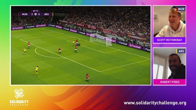 Football Solidarity Challenge:  Scott McTominay, Robert Pires'i mağlup ediyor