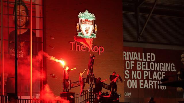 ¡Éxtasis Red! Los aficionados del Liverpool celebran el título de Premier sin miedo al coronavirus