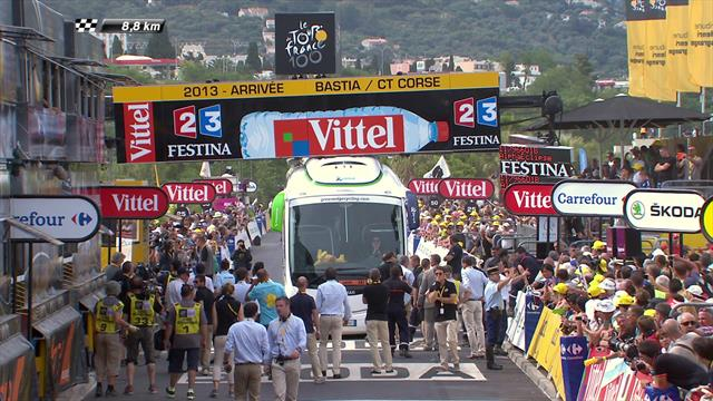 On This Day: Orica-GreenEdge bus gets stuck on finish line at Tour de France