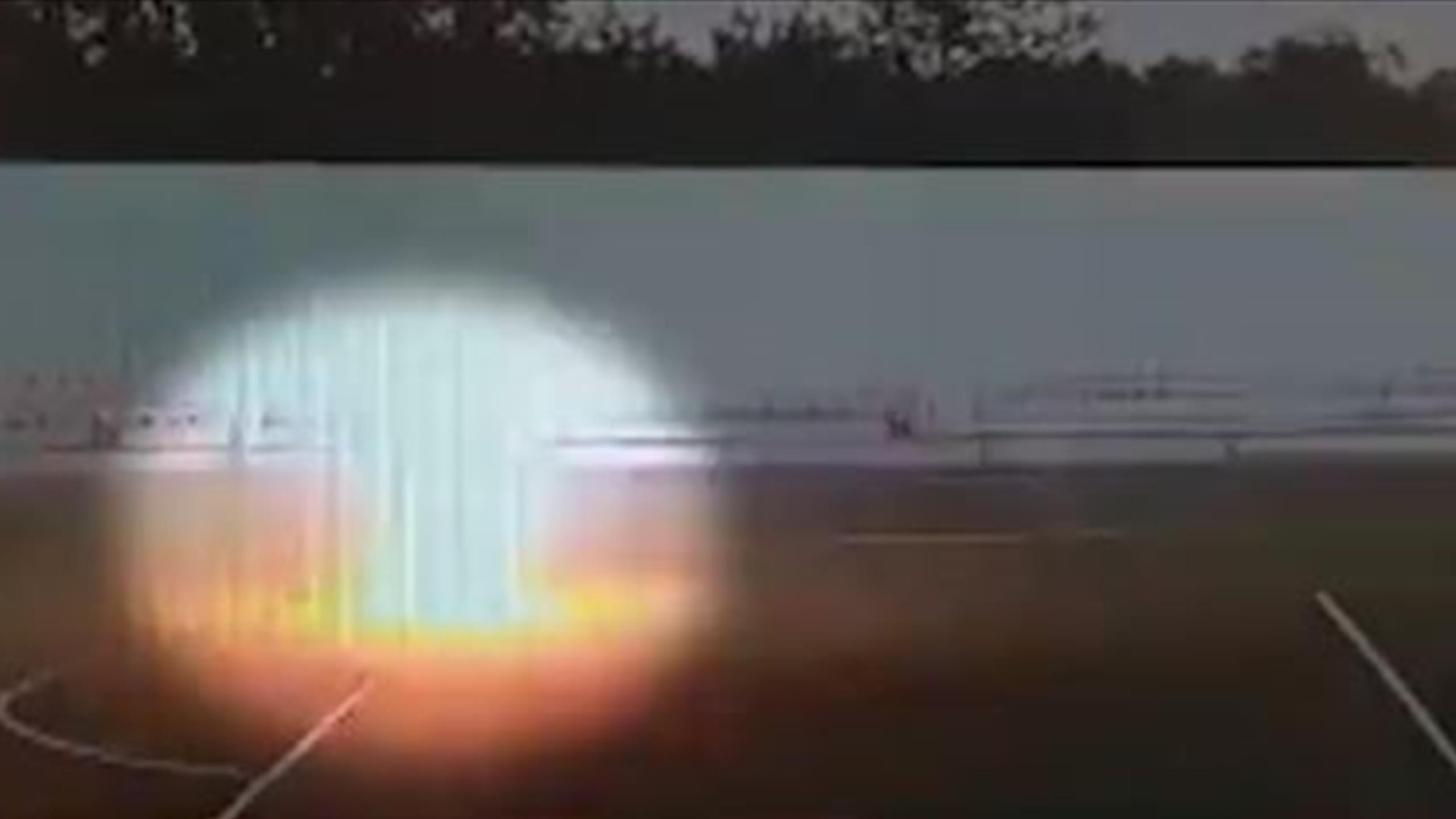 Момент попадания молнии во вратаря попал на видео