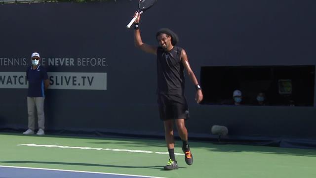 Ultimate Tennis Showdown: Brown inventándose una nueva modalidad de 'smash'