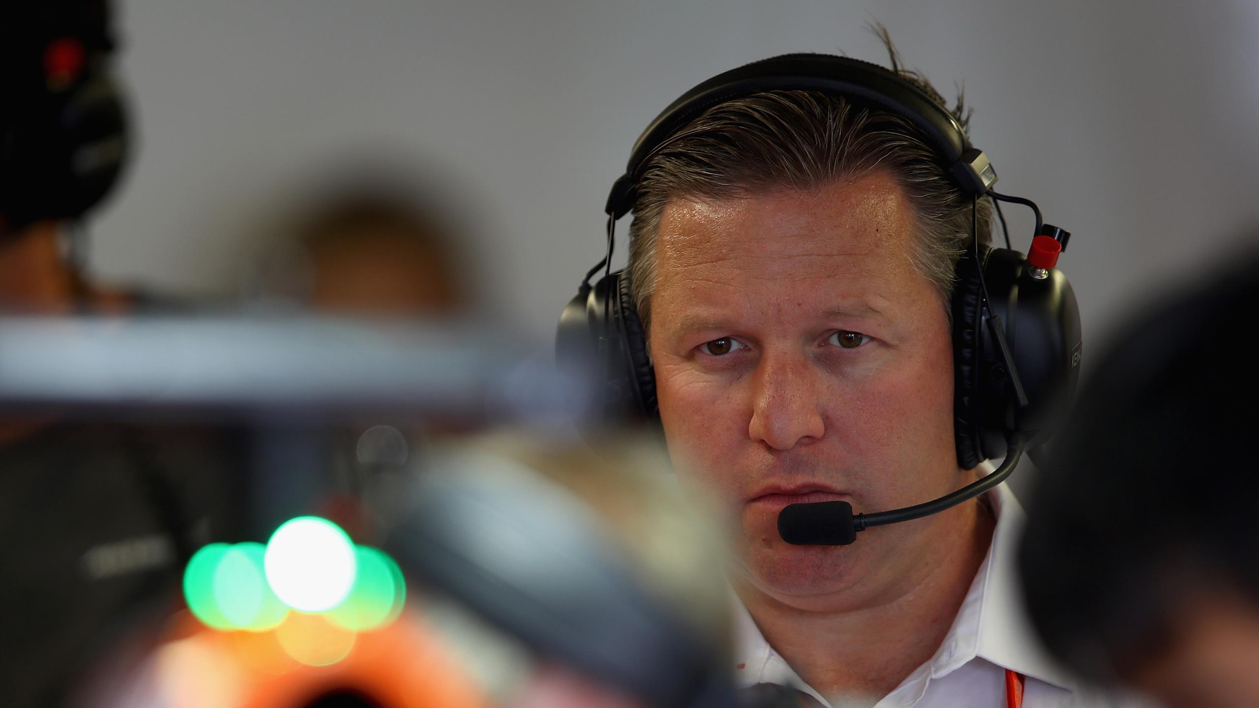 Trois tests positifs au Covid-19 chez McLaren dont Brown