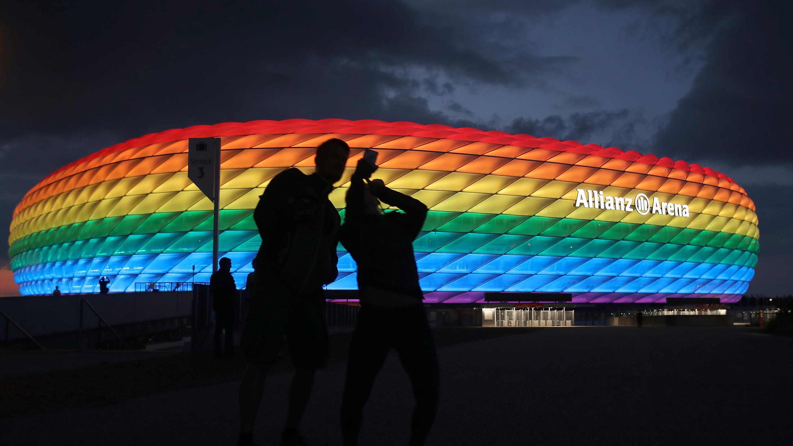 """""""C'est dangereux de mêler sport et politique"""" : La Hongrie dénonce le stade arc-en-ciel à Munich"""