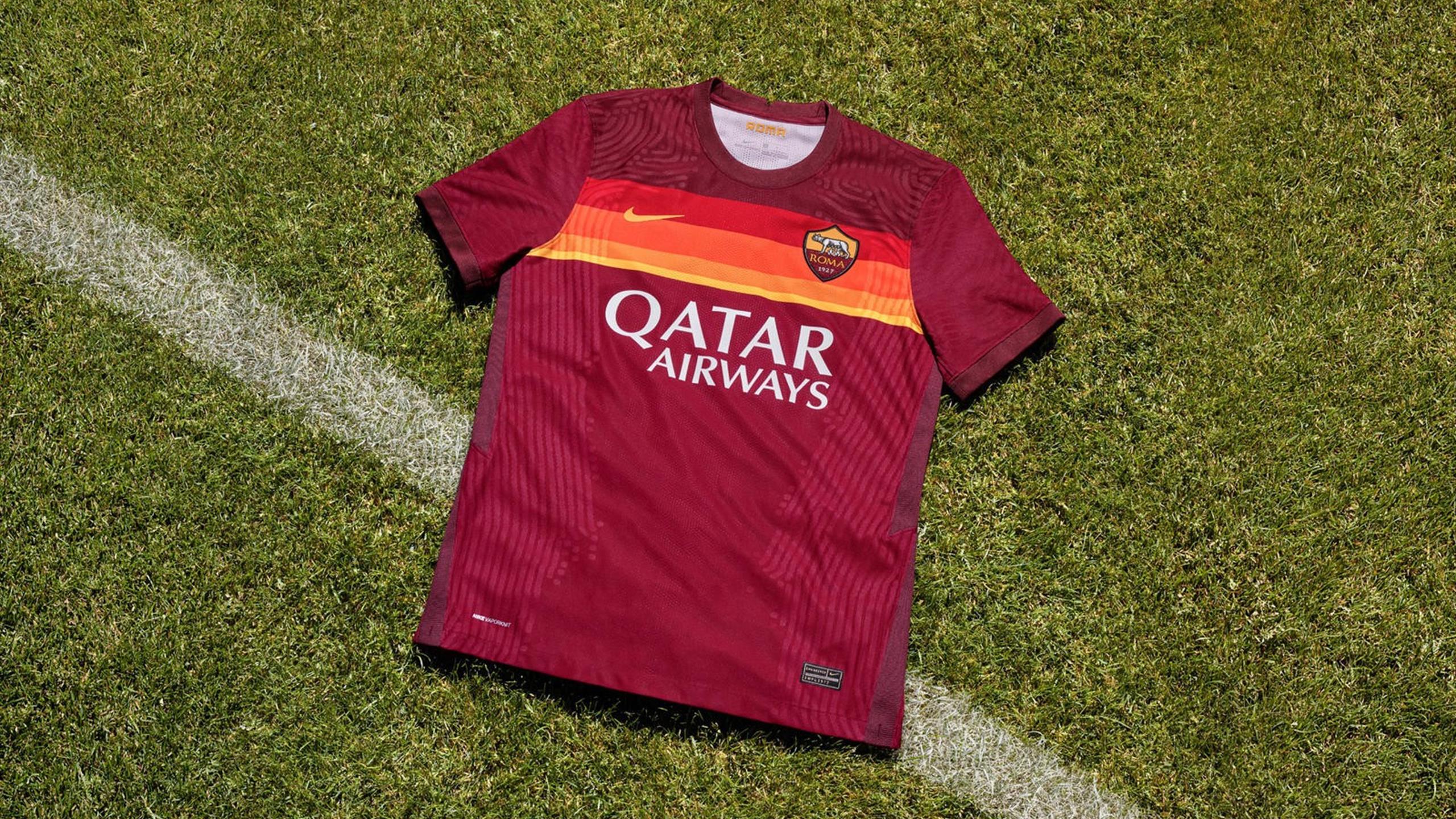 La Roma presenta la nuova divisa 2020-21, ispirata dal ...