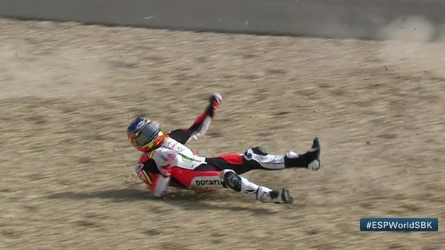 Al suelo sin motivo aparente: Rinaldo acabó en la grava en los entrenamientos libres de Jerez