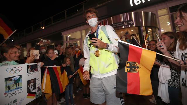 Panne von Zverev: Gold-Held vergisst Schläger am Gepäckband