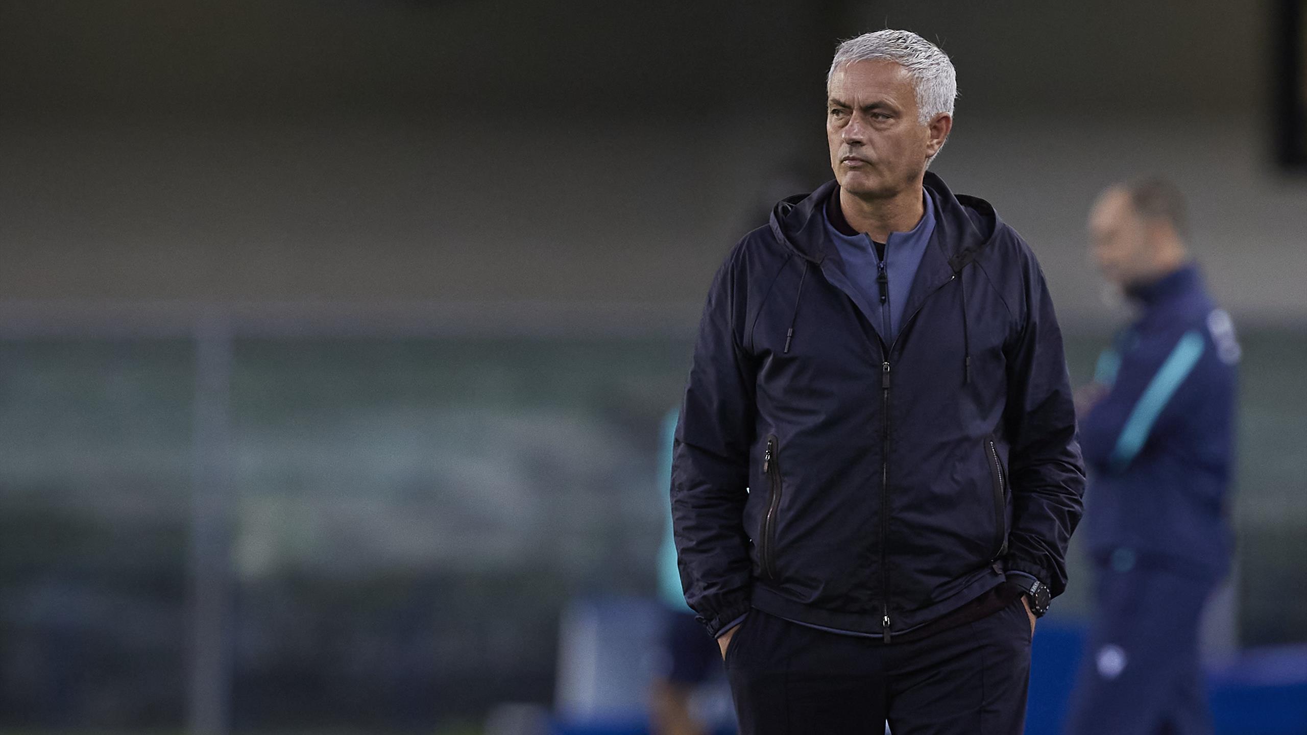 Un de chute pour la Roma de Mourinho, la Lazio accrochée