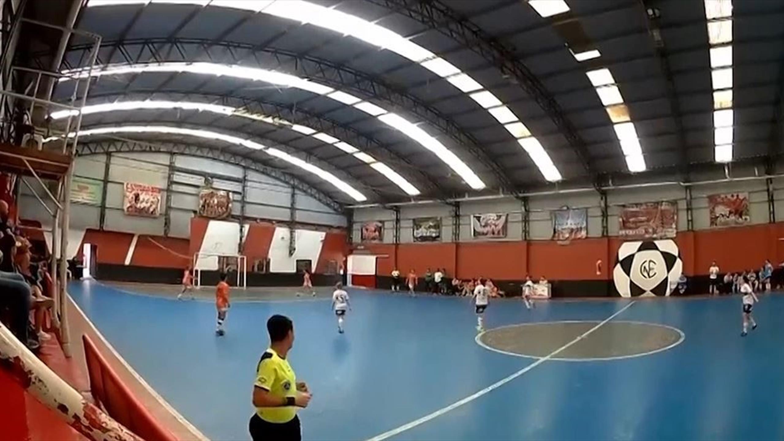 Quatre buts contre son camp : une équipe de futsal fait preuve d'antijeu, l'entraîneur licencié thumbnail