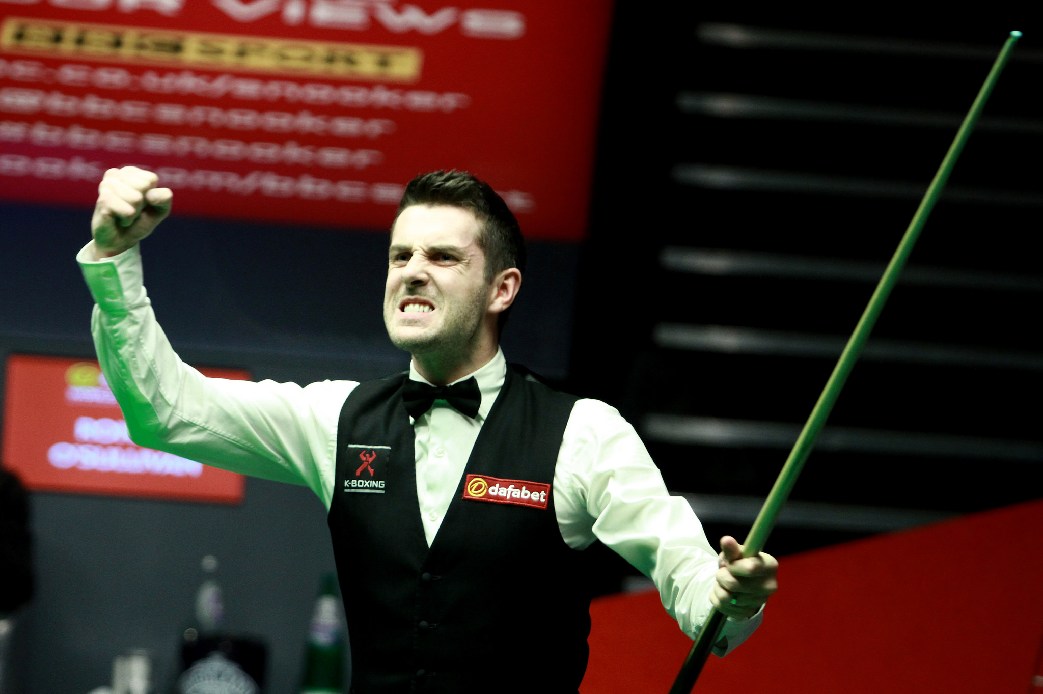 Mark Selby celebrates potting a black that sealed his astonishing 18-14 win over Ronnie O'Sullivan in the 2014 final. (Picture via World Snooker)