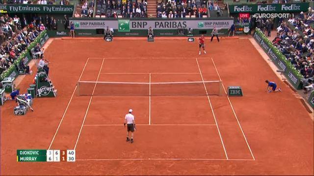 Irrer Punkt: Djokovic macht sich lang