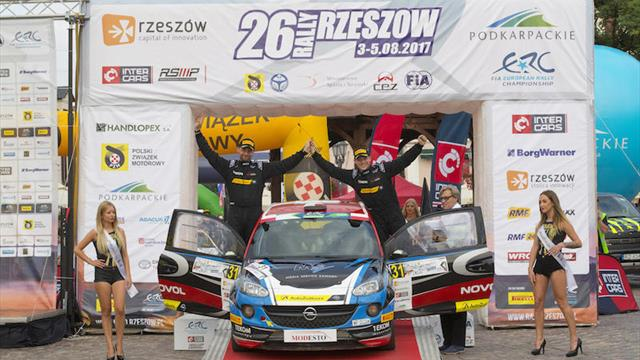 Zawada keeps ERC Junior title bid alive