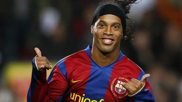 Petit pont magique et but à l'aveugle : Ronaldinho n'a rien perdu de sa superbe